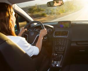 manejando por carretera