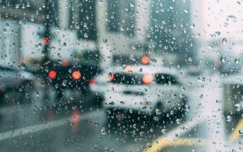 Recomendaciones para conducir seguro bajo la lluvia